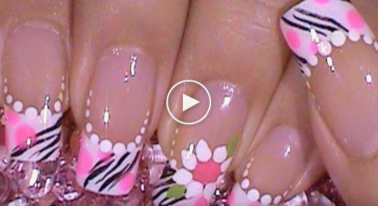 Decoración para uñas con lunares y patrón de zebra