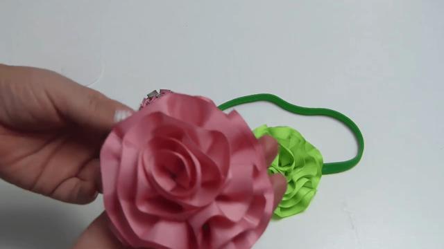 Flores de listón fáciles de hacer